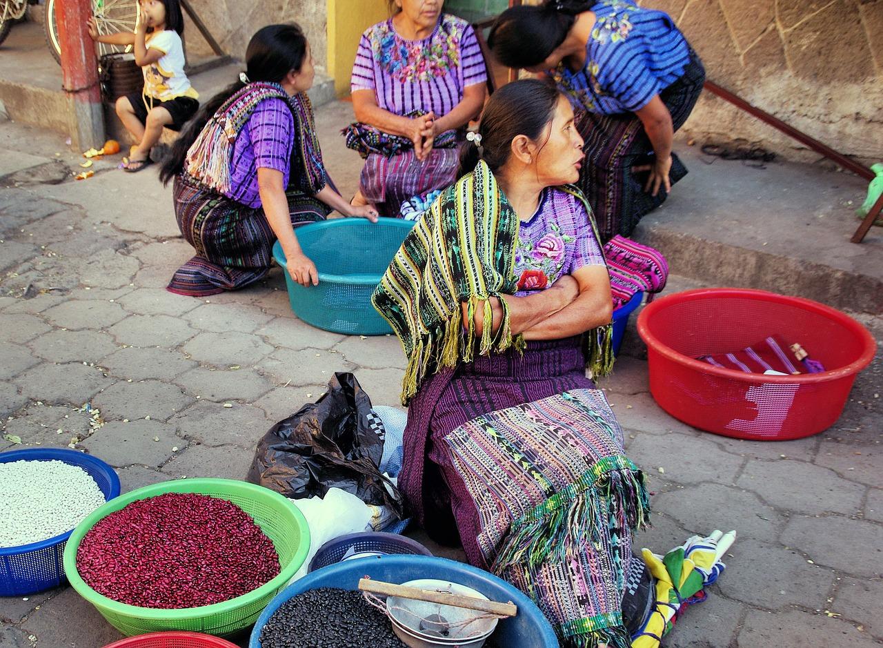 Mercado en Chichicastenango - imperdible en los viajes a Guatemala