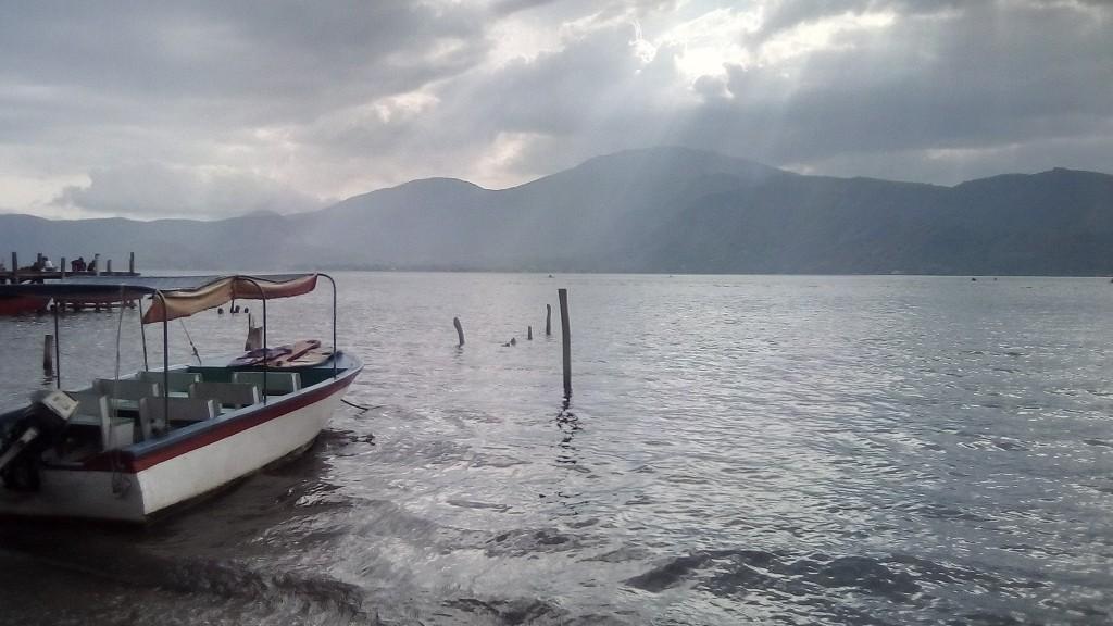 Lago Coatepeque - maravillosa cosa que hacer en el salvador