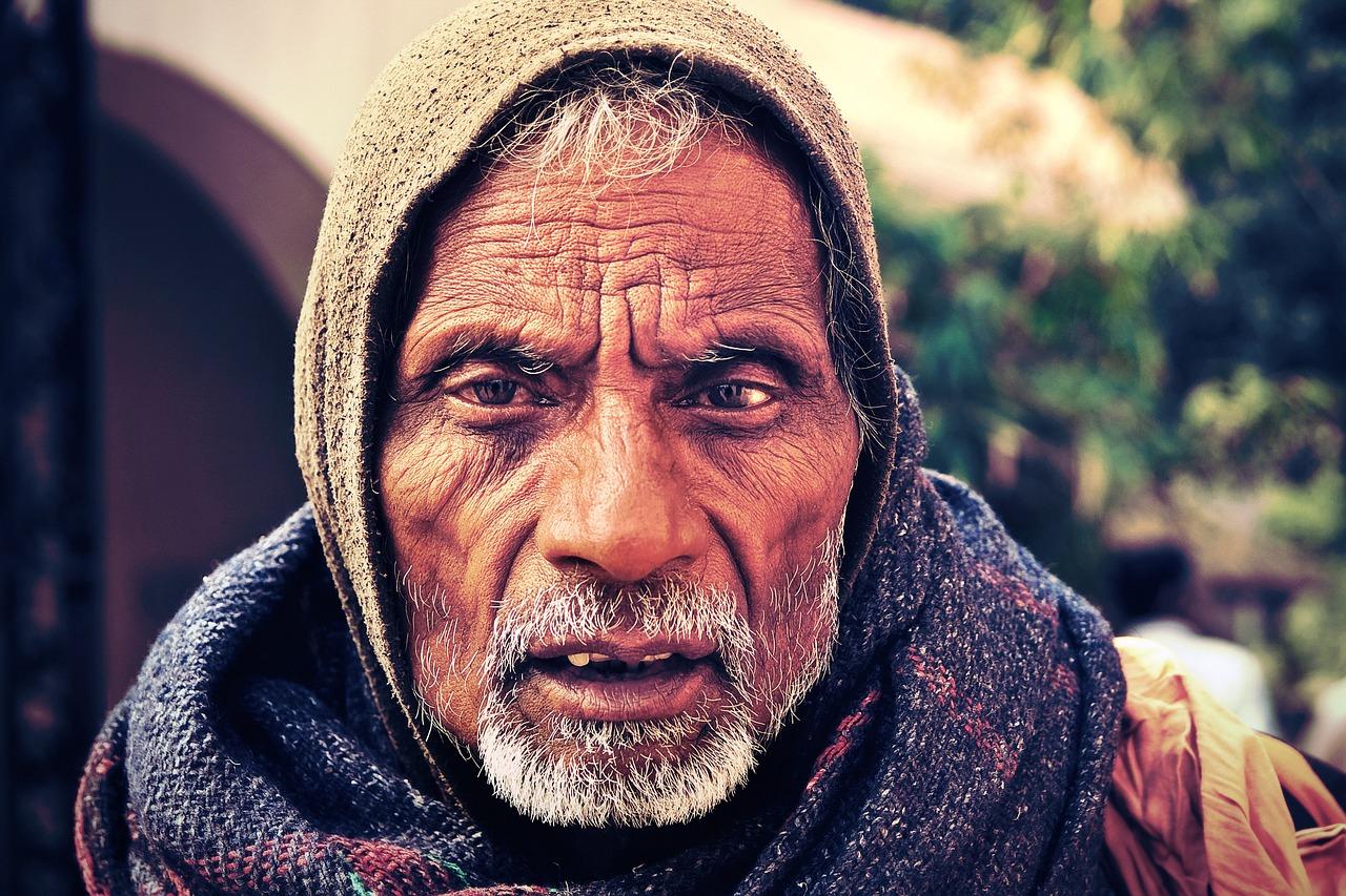 las arrugas de la edad, que muestran lo que significan los viajes y viajar