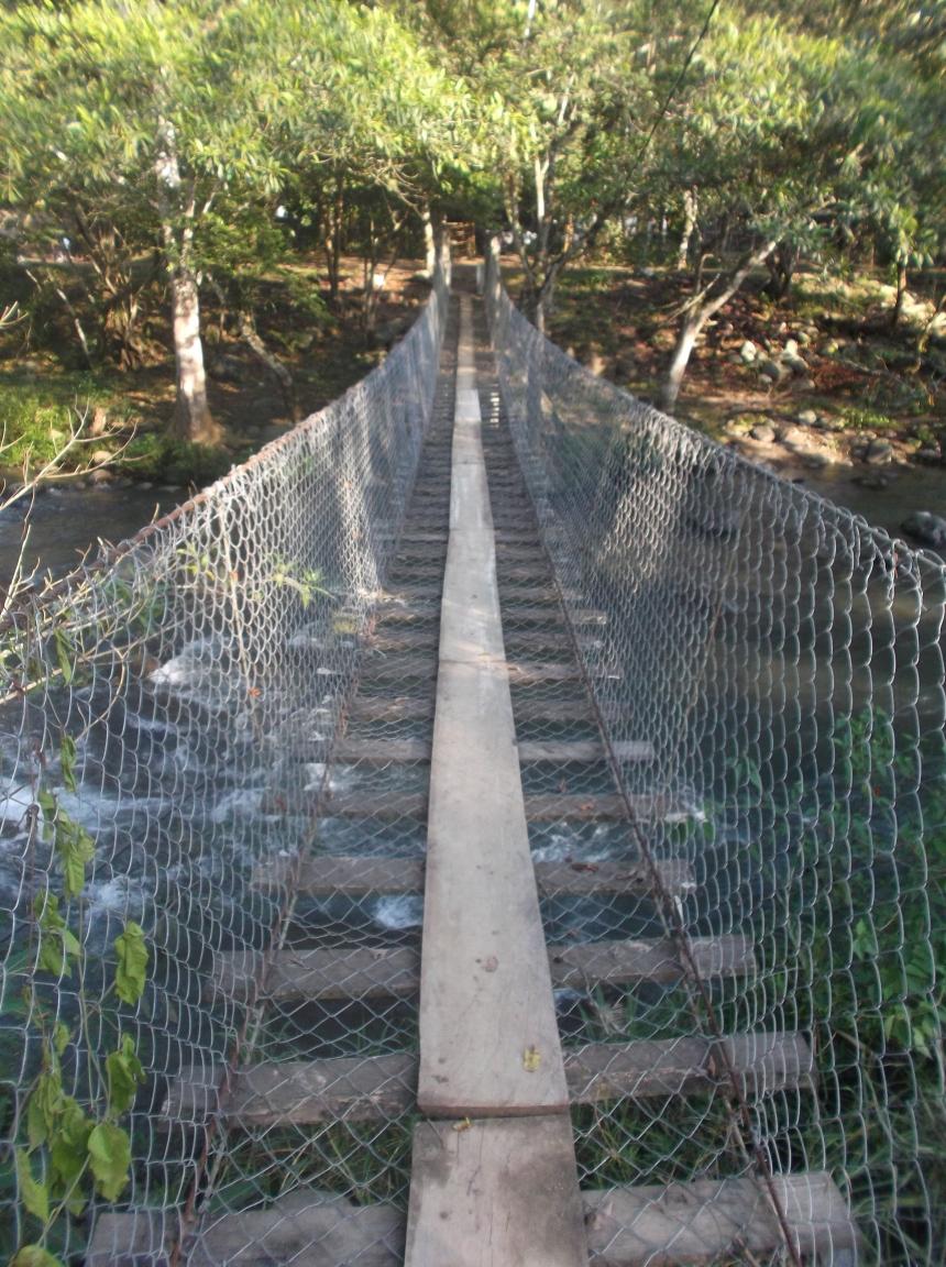 Puente colgante sobre el río Totopac