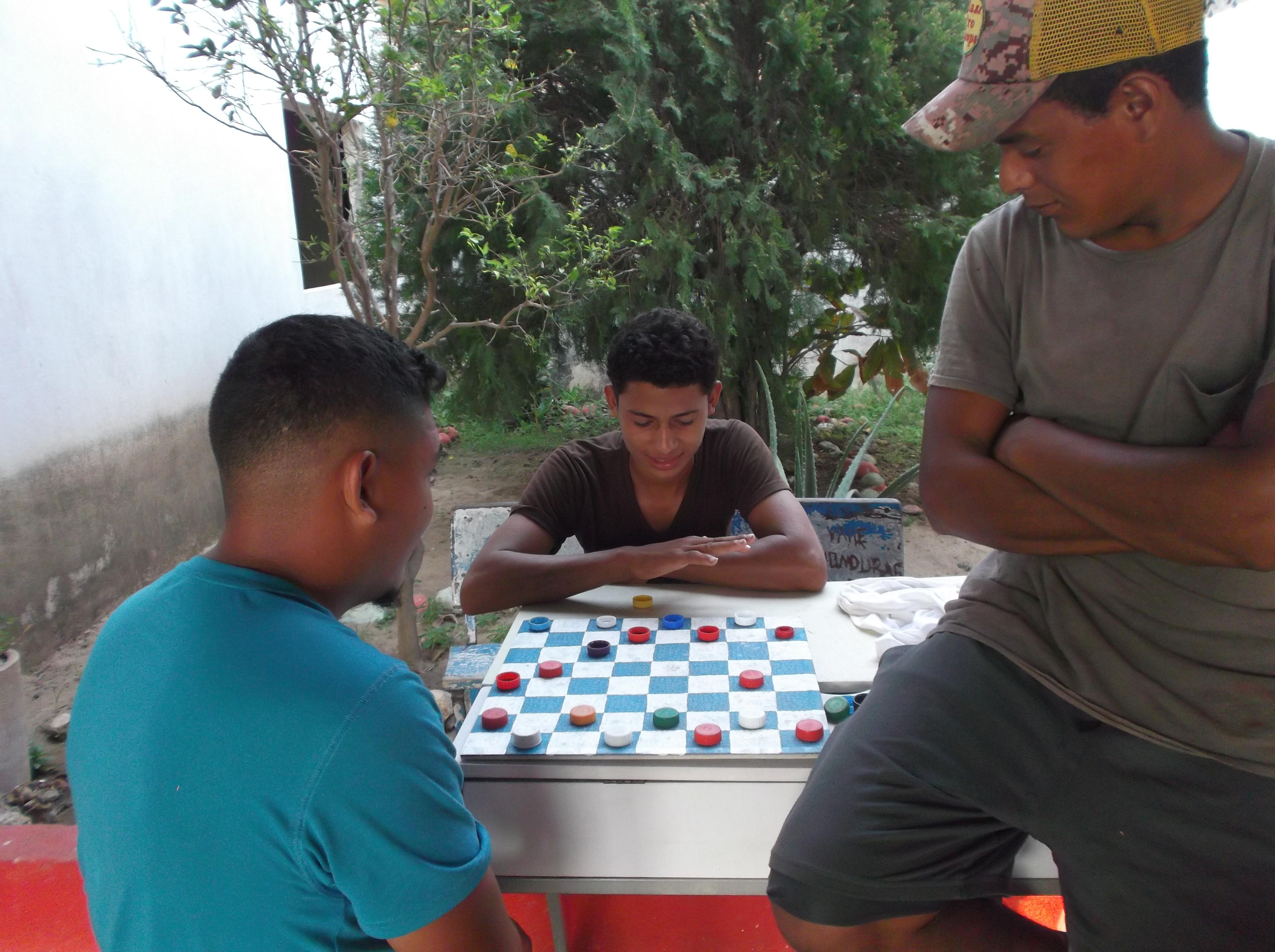 """Entreteniéndose en la """"Casa del Migrante"""" en Arriaga - MIGRACIÓN"""