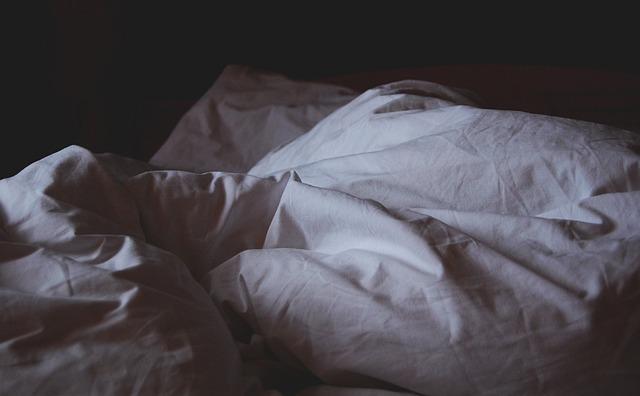 Escondida entre sábanas