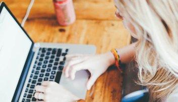 ¿Escribir con teclado o a mano?